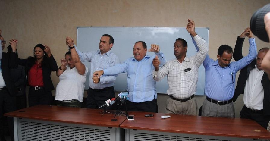 Renunciantes del proyecto Abinader ratifican su fidelidad y apoyo a Hipólito Mejía.(Foto externa)