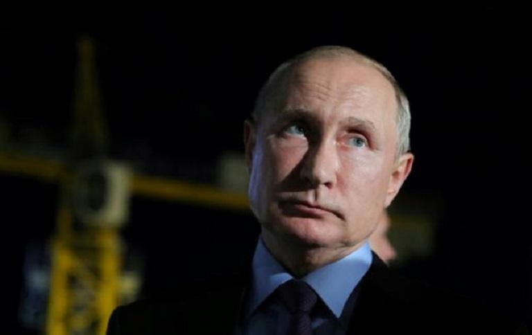 El presidente ruso Vladimir Putin visita el cosmódromo Vostochny.
