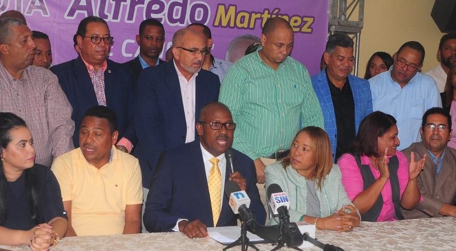 Alfredo Martínez acusa a candidato electo en Santo Domingo Este de comprar votos. (Foto: externa)