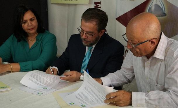 Alianza País y el Movimiento Político Independiente firman acuerdo. (Foto externa)