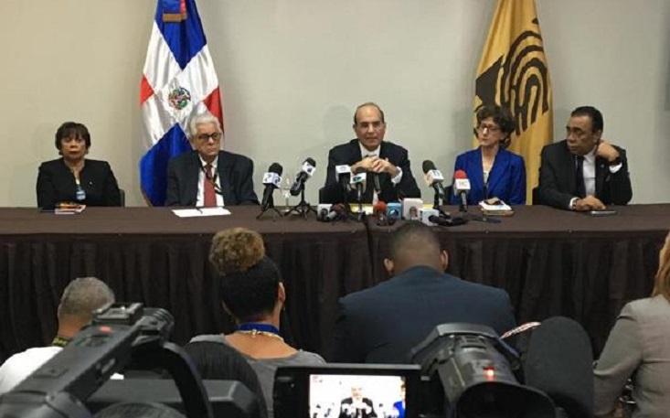 Castaños Guamán y pleno JCE anuncian contratación de empresa auditora.