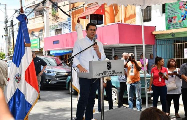 David Collado inaugura obras en el sector La Puya, Arroyo Hondo.