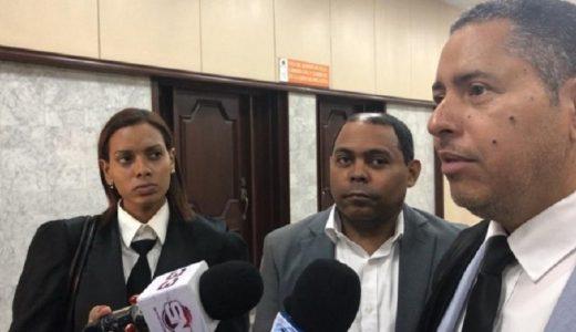 El expresidente de Fausto Polanco (C) y los abogados Franchellis Herrera y Teobaldo Durán. (Foto: externa)