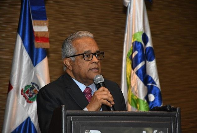 Ministro de Salud realiza foto tema adolecente.