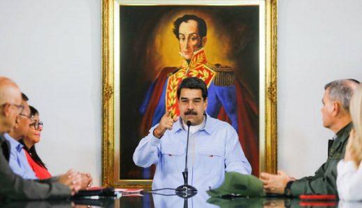 El presidente venezolano Nicolás Maduro reunido con parte de su gabinete.