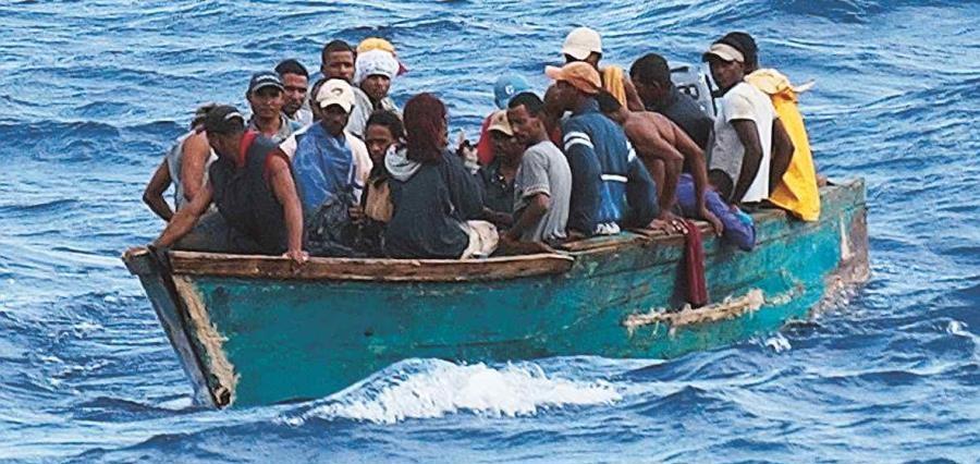 Rescatan 41 personas se encontraban a la deriva en una yola.