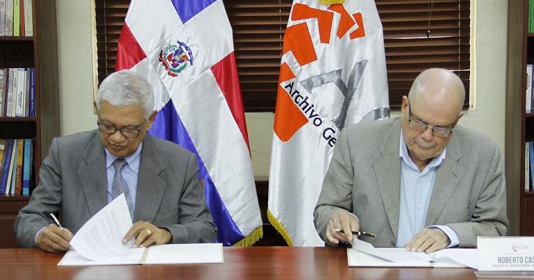 Directores AGN y ADH rubrican acuerdo.