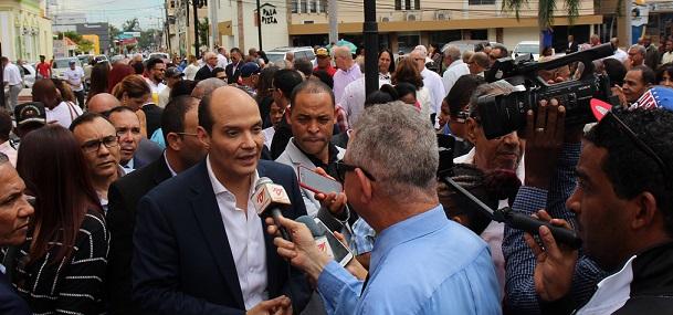 Ramfis Trujillo en declaraciones en el municipio de Baní.(Foto externa)