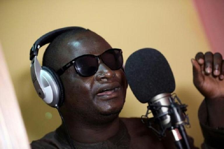 Yahaya Usman, conocido como Yahaya Makaho, durante una grabación en Kaduna (Nigeria), el 25 de septiembre de 2019.