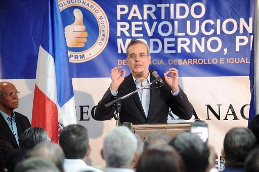 Luis Abinader en actividad política.(Foto externa)