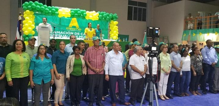 Proclamación candidatos Santiago de los Caballeros.(Foto externa)