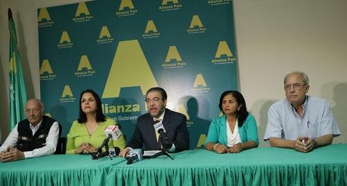Directivos del Partido Alianza País en rueda de prensa.(Foto externa)