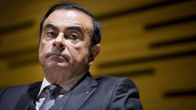 Carlos Ghosn expresidente de Nissan se fuga.