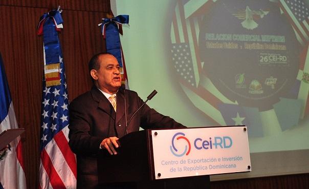 Carmelo Rodríguez presidente de FENPYMED en conferencia.(Foto externa)