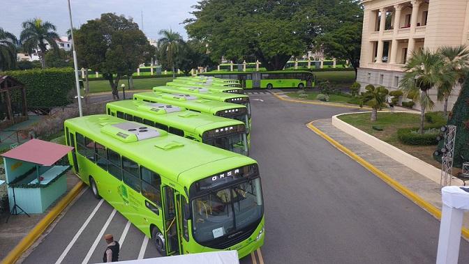 Imagen de los 70 autobuses que entrego el Gobierno a la OMSA.(Foto: externa)