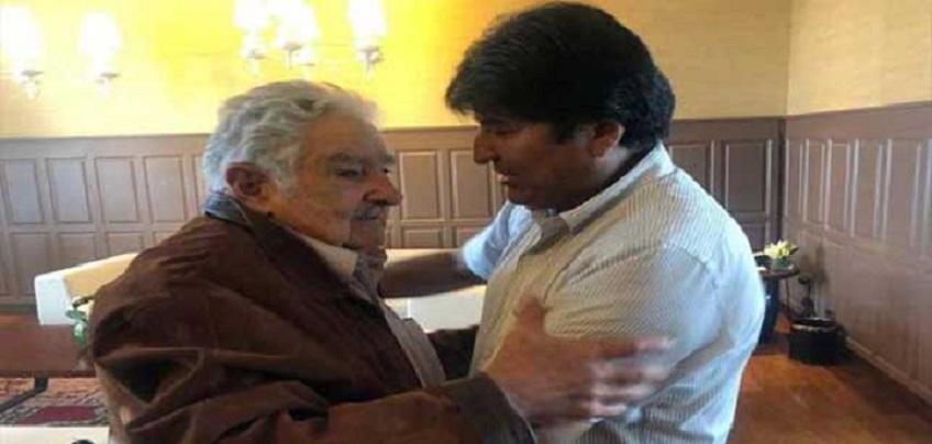 José Mujica se reúne con Evo Morales em México.