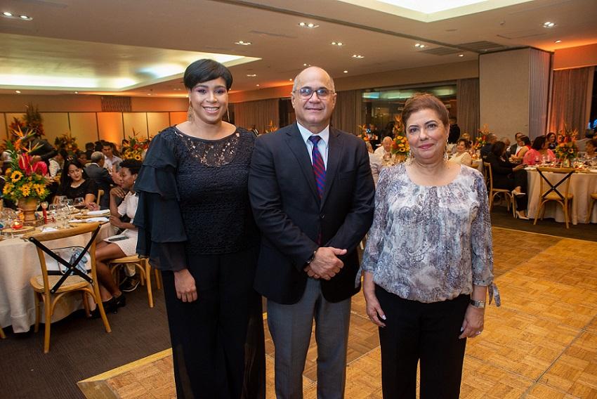 Hotel Barceló Santo Domingo agasaja empleados y colaboradores.