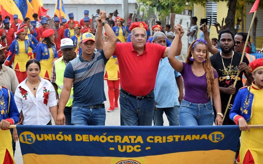 Luis El Gallo y los candidatos de la UDC en Las Barias. (Foto: UDC)