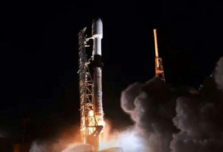 Lanzamiento del Falcon 9 desde Cabo Cañaveral, Florida, el 6 de enero de 2020.