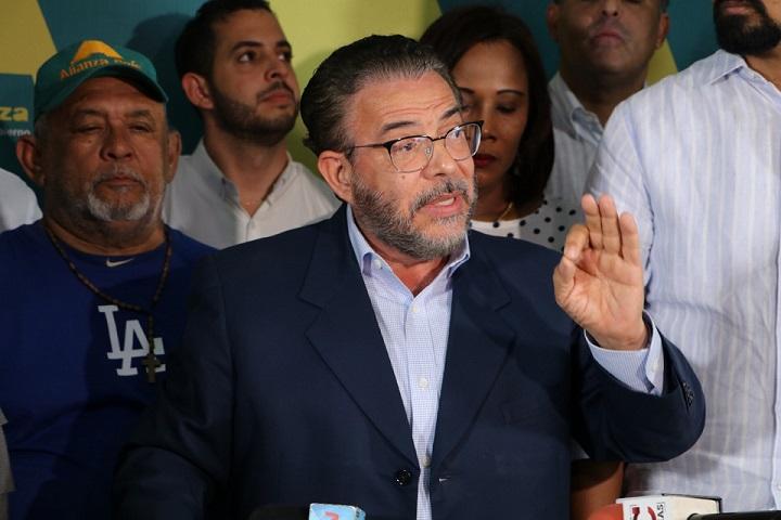 uillermo Moreno presidente de Alianza País durante un comunicado de prensa. (Foto: externa