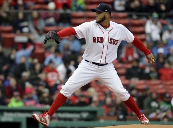 Eduardo Rodríguez de los Boston Red Sox termina para un lanzamiento contra los Rays de Tampa Bay durante la primera entrada de un juego de béisbol, el 8 de abril 2018, en Boston. (Foto: AP / Steven Senne)