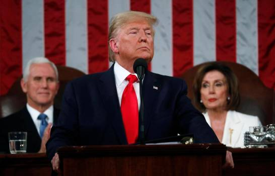 Senado de EE.UU. absuelve a Trump en juicio político.