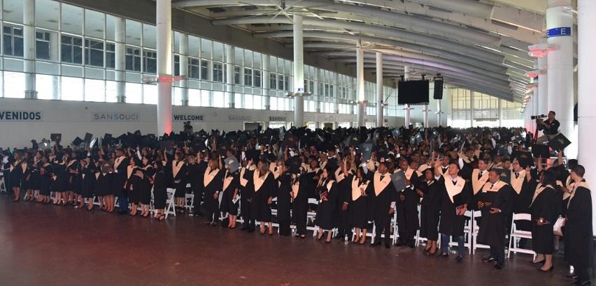 UFHEC realiza graduación extraordinaria.