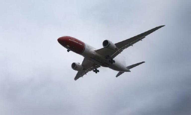 Un avión de la aerolínea noruega Norwegian. (Foto: EFE/Cornelius Poppe)