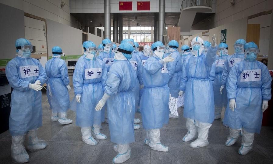 Los casos de coronavirus en China suben 15.000 de golpe.