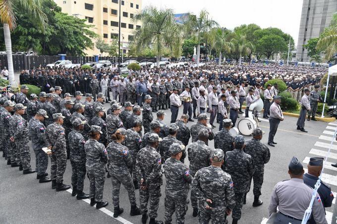 Miembros de la Policía Nacional y de las Fuerzas Armadas. (Foto: externa)