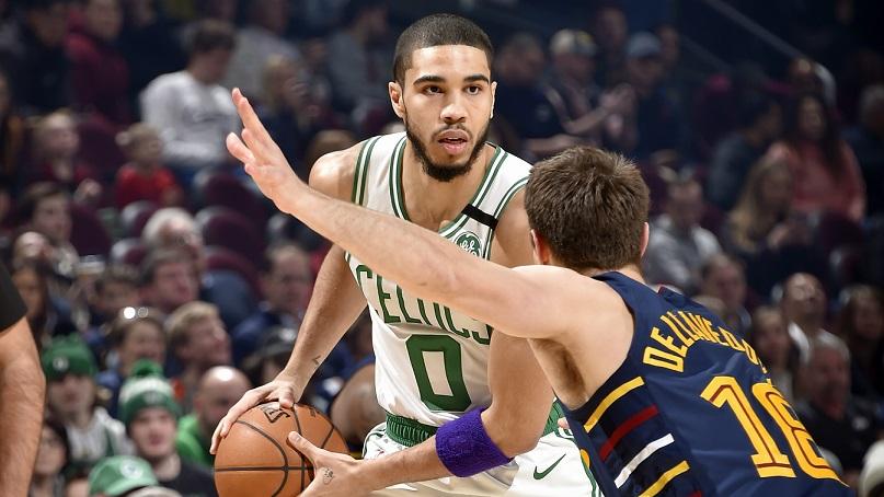 Jayson Tatum compensó las bajas para que Boston Celtics se imponga ante Cleveland Cavaliers. (Foto: externa)