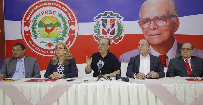 Quique Antún presidente del Partido Reformista Social Cristiano durante una conferencia de prensa, junto a dirigentes políticos de esa organización. (Foto: externa)