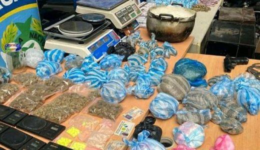 Drogas y equipos de pesaje incautados por la Policía en el sector Capotillo. (FOTO: Policía)