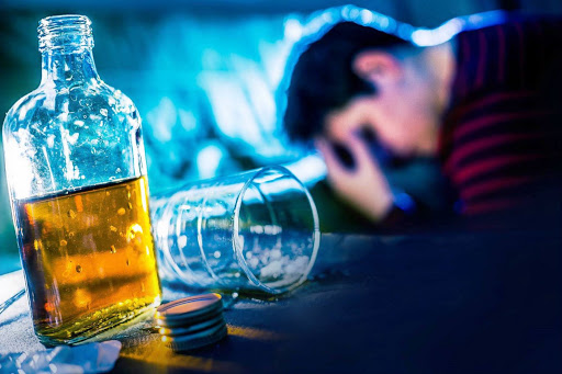 Causas genéticas para problemas de alcohol.