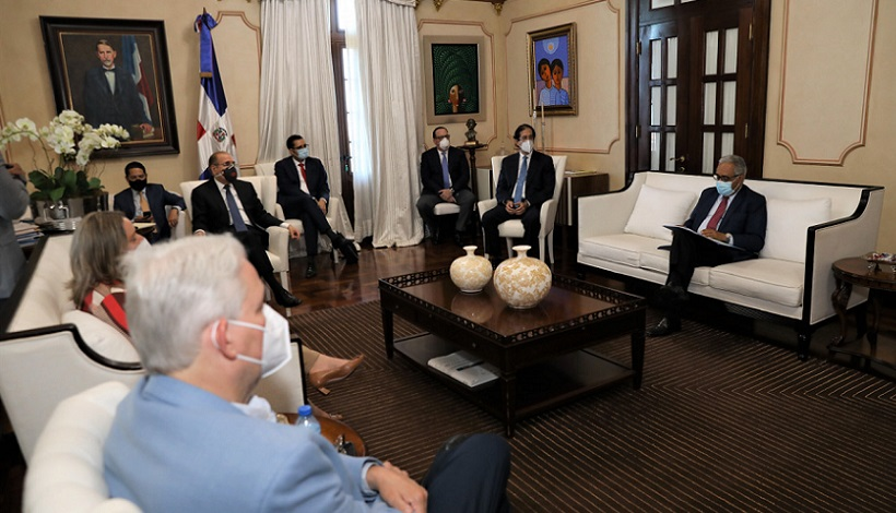 Presidente Medina se reúne con Comité de Combate COVID-19.