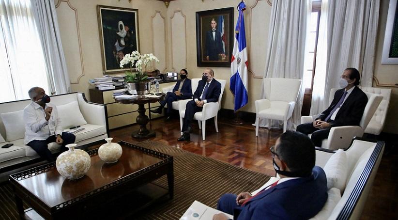 Presidente Medina se reúne con ministro de Agricultura.
