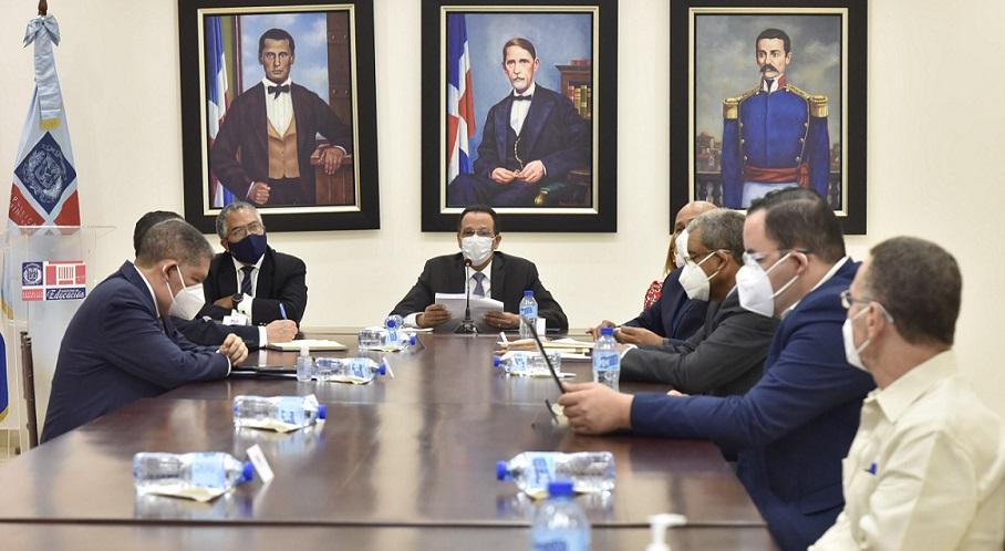 Peña Mirabal conoce avances de trabajo con gabinete ministerial.