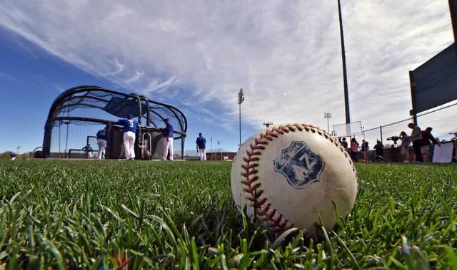 Equipos de Grandes Ligas cerrarán campos de entrenamiento por casos coronavirus.