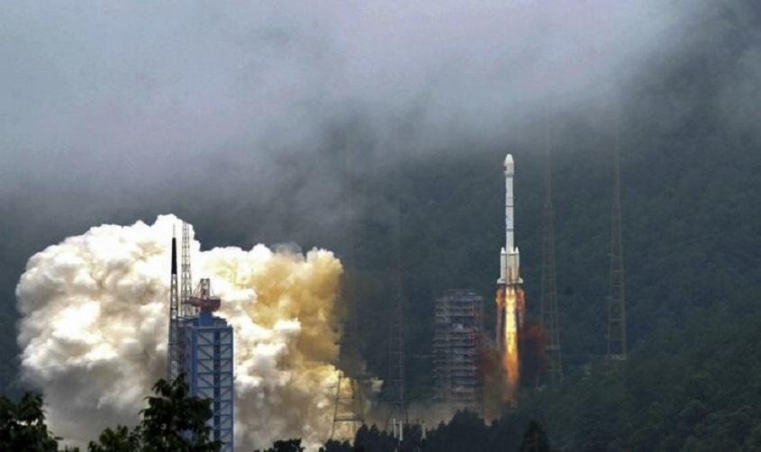 China lanza satélite para completar su versión de GPS.