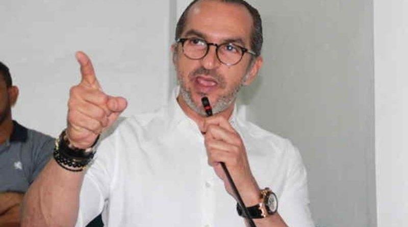 Diputado se querella contra Ángel Martínez por difamación e injuria.