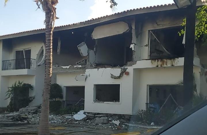 Explosión en Metro Country Club destruye apartamentos.