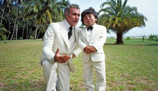 Herve Villechaize junto a Ricardo Montalbán en serie La Isla de la fantasía.