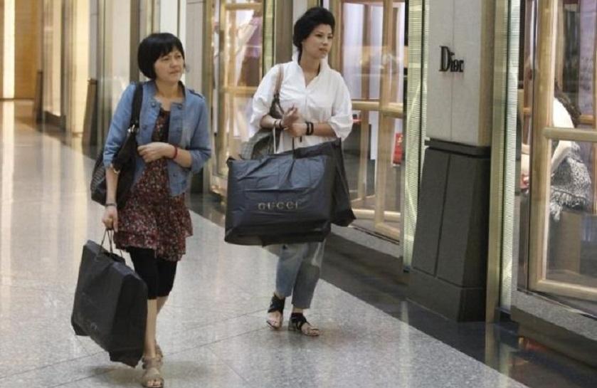 Hong Kong ofrece una ayuda de 1.300 dólares a cada residente mayor de 18 años.