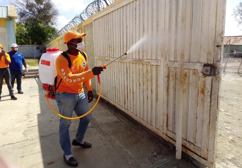 MINERD realiza jornada de desinfección en escuelas.