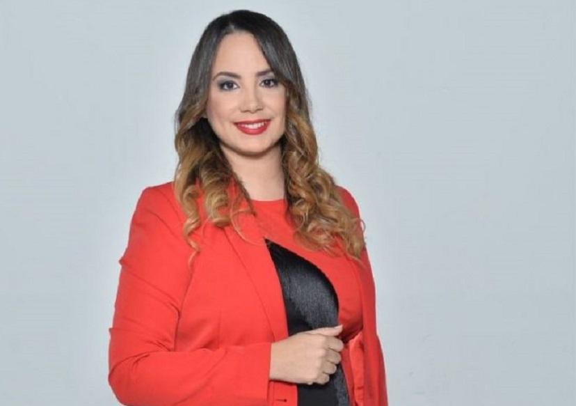 Kirsis Díaz y La Verdad a Fondo celebran su primer año en el aire.