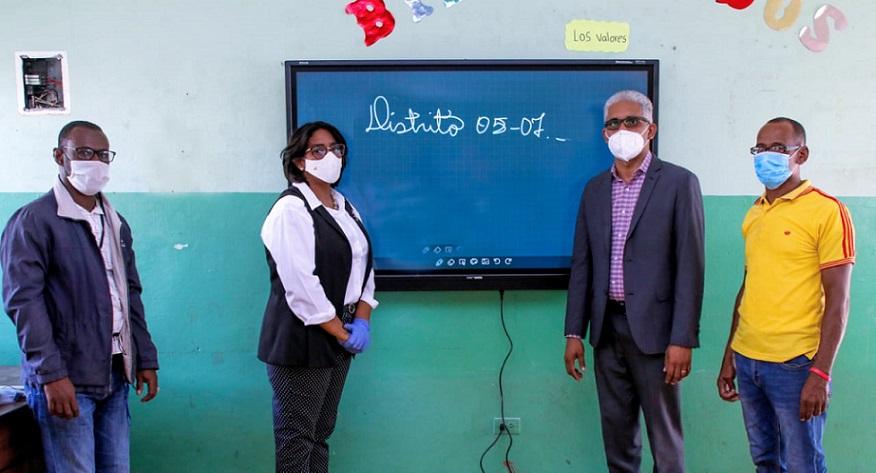 Educación instala pizarras digitales en SPM.