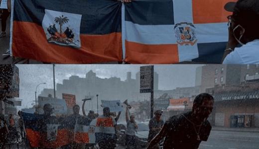 Manifestantes portan banderas de RD y Haití en una de las manifestaciones raciales en los EE.UU.