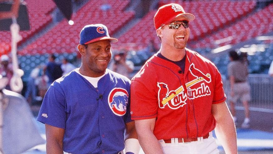 Peloteros MLB Mark McGwire y Sammy Sosa.