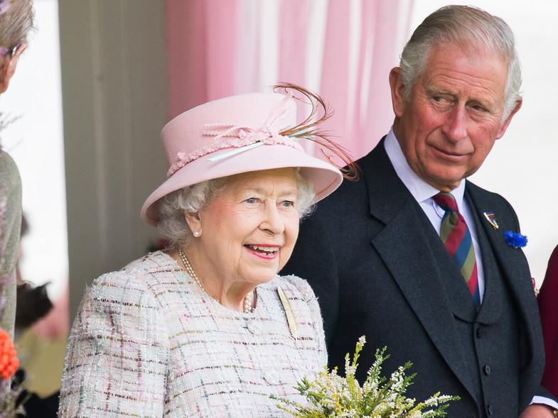 Principe Carlos podría asumir responsabilidades del rey.