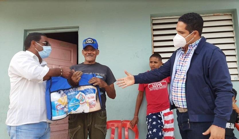 Consejo de Fronteras entrega kits de limpieza en Pedernales.